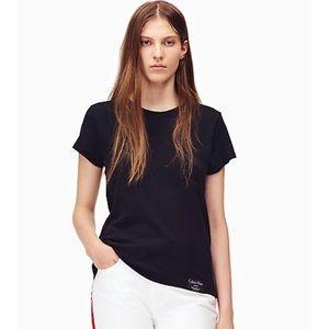 Like new essential black crewneck t-shirt size s
